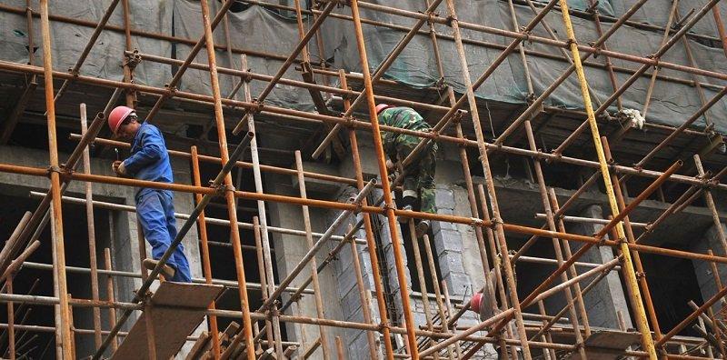 אלפי פועלי בניין עובדים בישראל