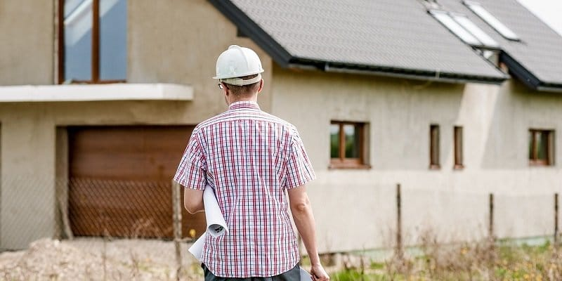 מה לבדוק כשקונים דירה - איש מקצוע