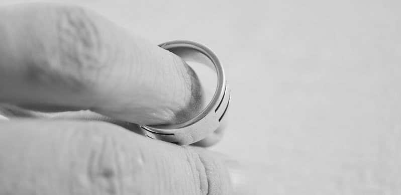חלוקת רכוש בגירושין - טבעת אירוסין