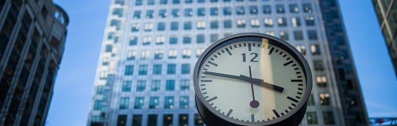 תקופת הבדק - שעון ובניין