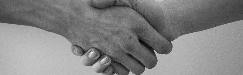 עסקת מקרקעין - לחיצת יד