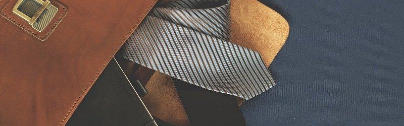עמלת עורך דין - עניבה ותיק עורך דין מקרקעין