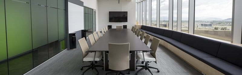 """השקעה בנדל""""ן מניב - משרדי0 - חדר דיונים"""